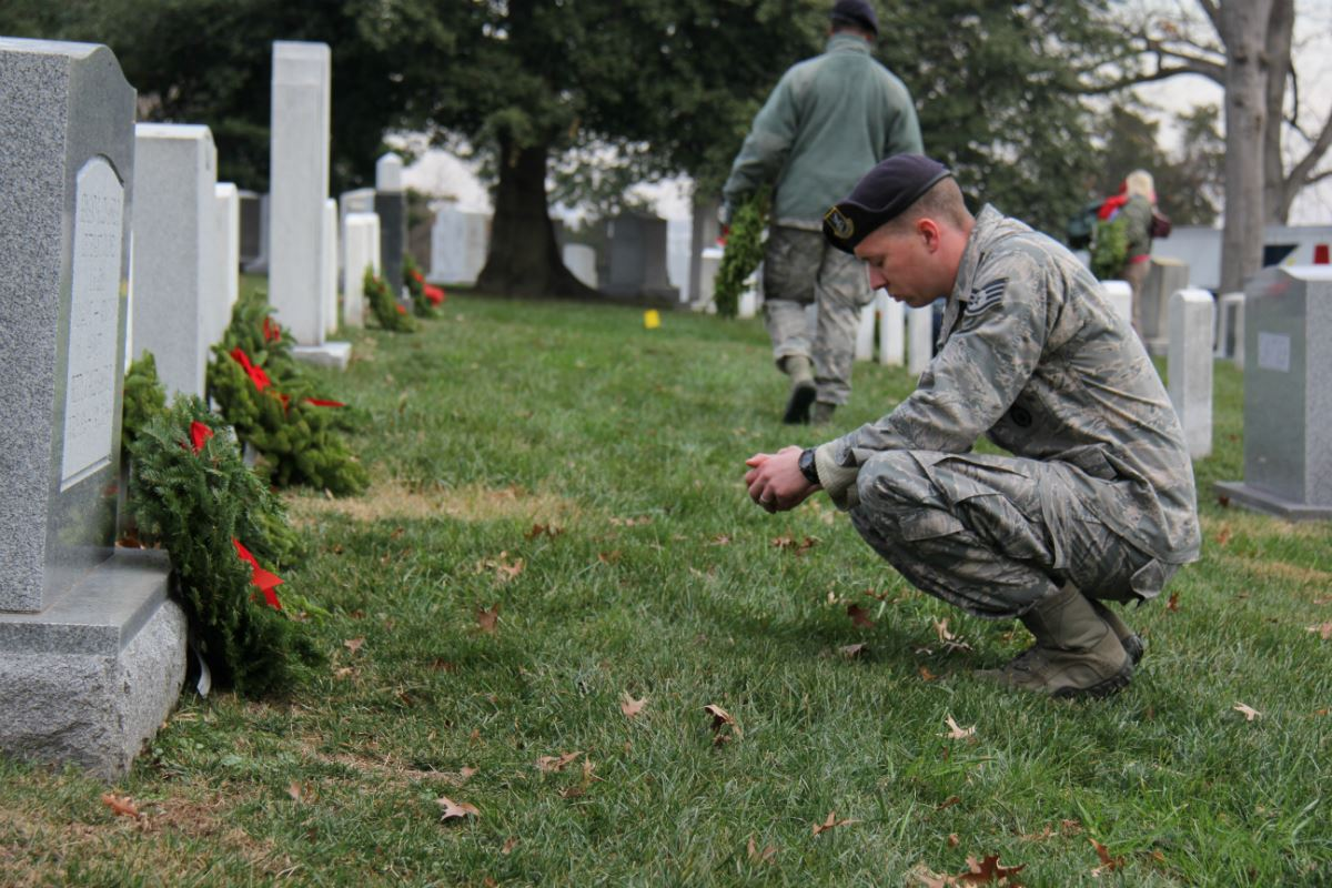 wreaths across america has family ties to its supplier